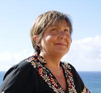 Imagen de María Candelaria. Detrás de ella el mar de Bajamar (Tenerife)